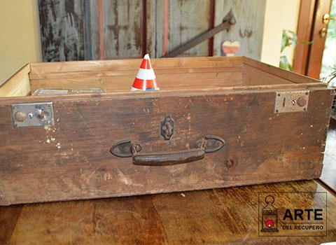 valigia legno aperta