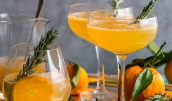 Bevanda di clementine al rosmarino e ginepro