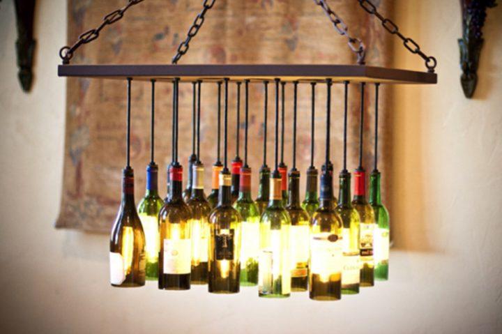 lampadario con vecchie bottiglie di vino4