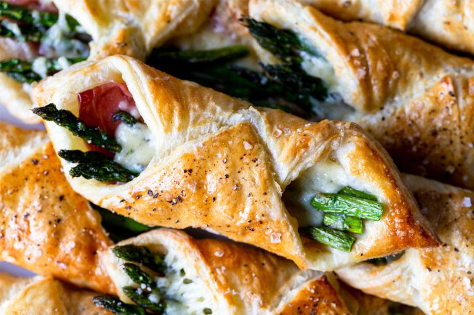 Fagottini-di-pasta-sfoglia-al-prosciutto-con-asparagi44