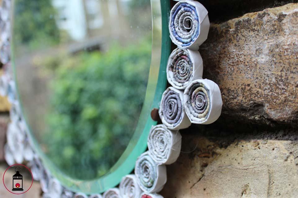 Specchio con cornice in carta riciclata